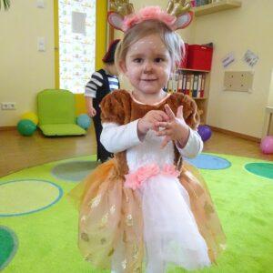 "Aktuelles ""Fasching"" - Mädchen als Rehprinzessin verkleidet"