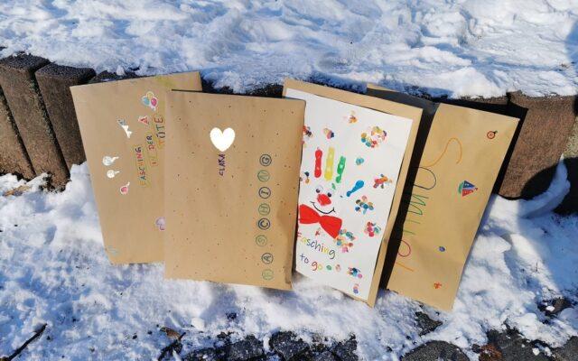 "Aktuelles ""Faschingspost"" - Vier Pakete"